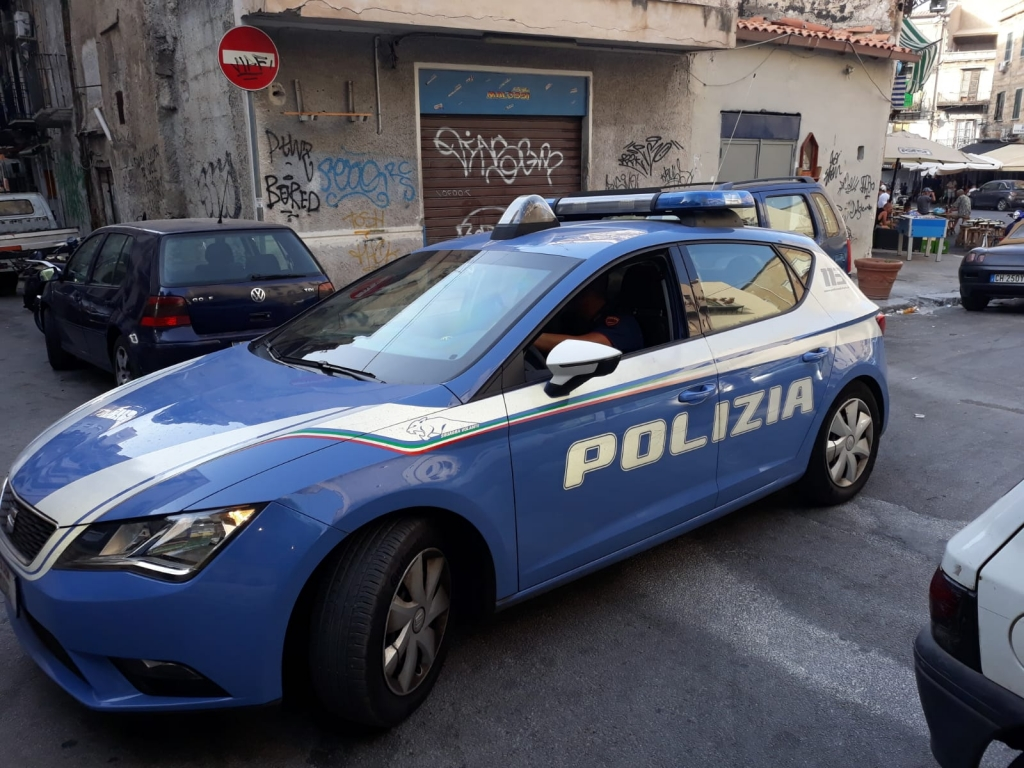 Polizia arresta pusher extracomunitario mentre vende droga